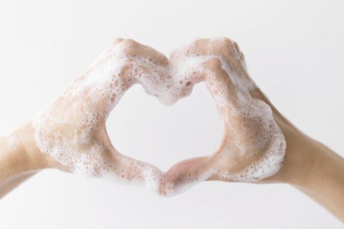 Zadbaj o suchą skórę dłoni oraz ciała całej Twojej rodziny.